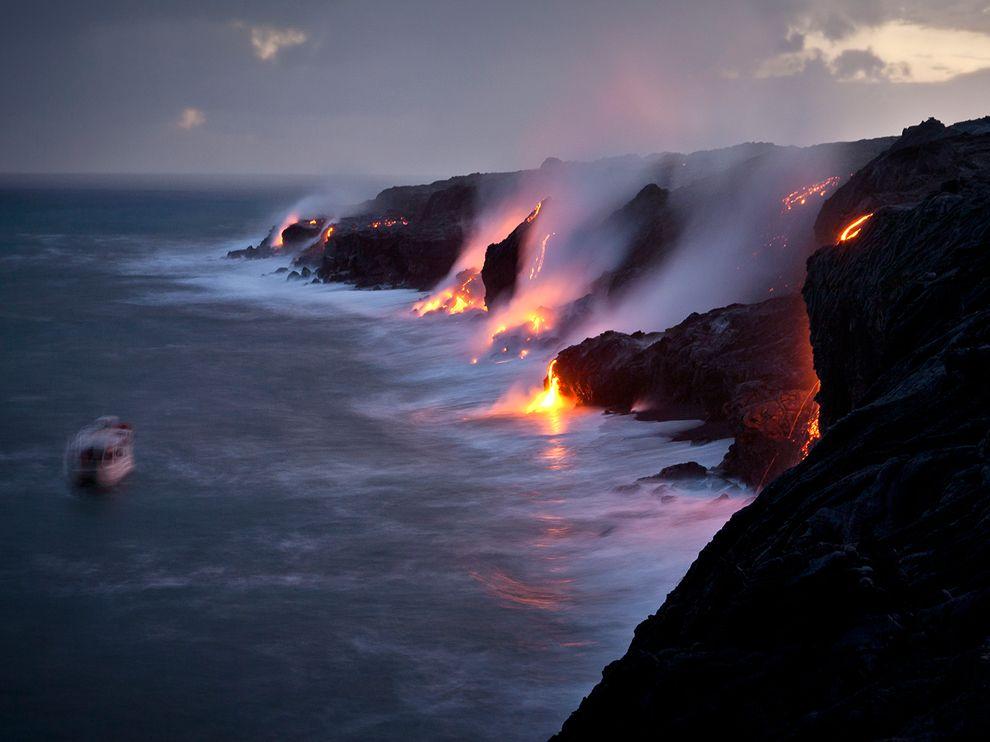 tour-boat-lava-flow-hawaii_63390_990x742
